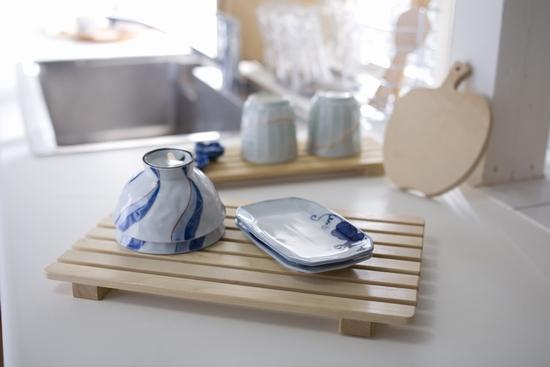 お皿を置いたり調味料を置いたり使い方いろいろ