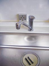 お台所や窓際など、湿気の多いところならどこでも使えます。