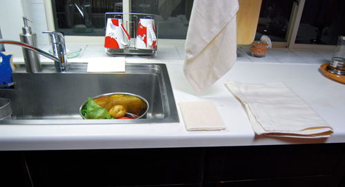 食卓や食器、水廻りの水気をすばやく吸収します。