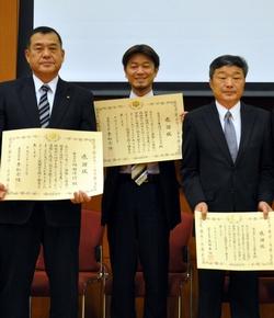 写真中央が代表富士村