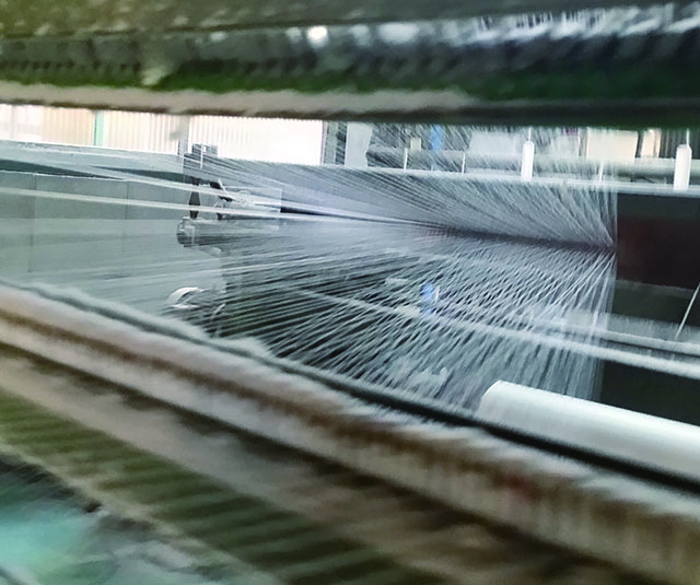 蚊帳生地の経糸(たていと)